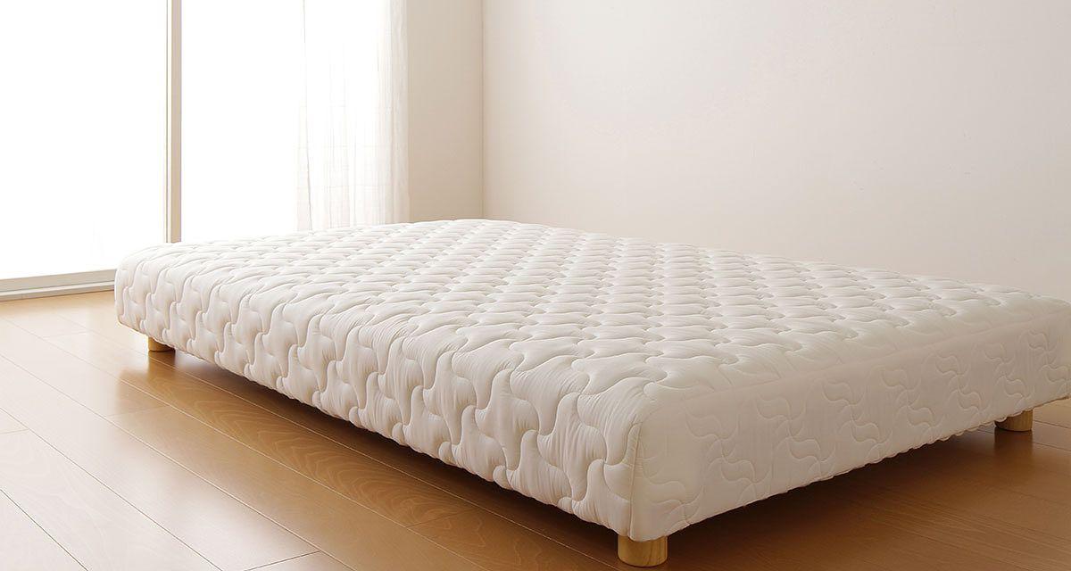 ミニマリストのベッド