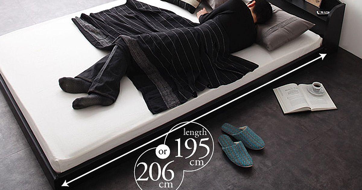 身長180cmの男性が長身ベッドで寝る