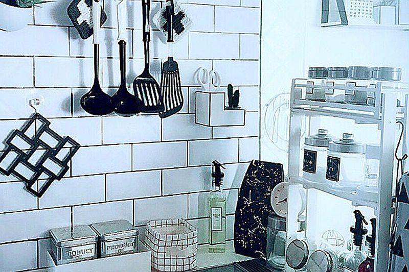 キッチンの小物を黒