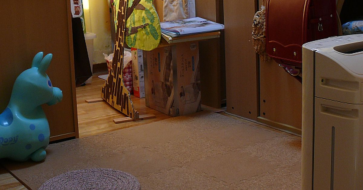 子供部屋に敷いたコルクマット