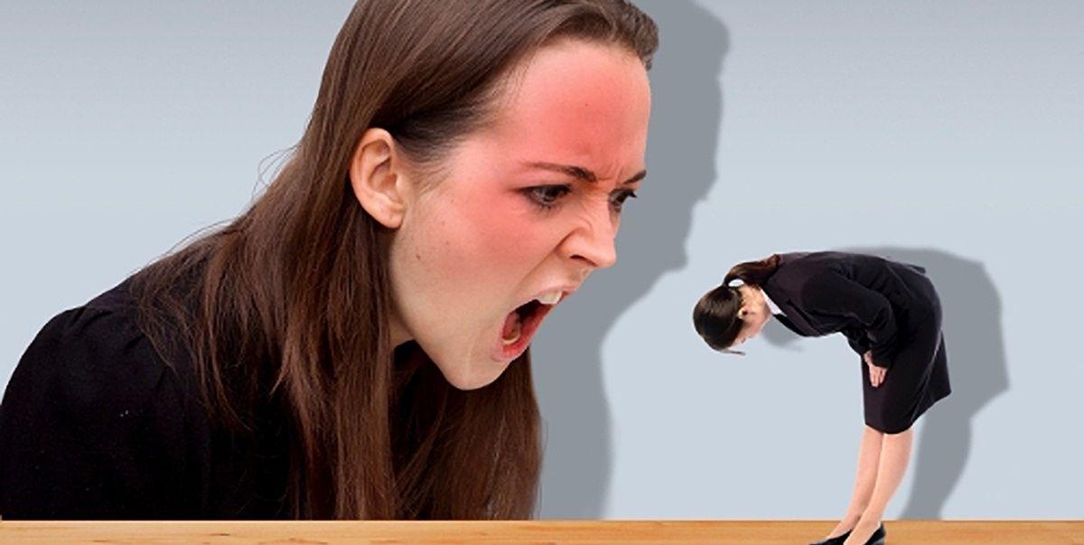 怒られる女性
